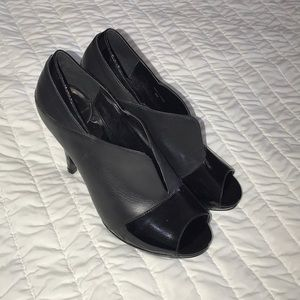 DvF heels in black leather-patent leather sz 8 US